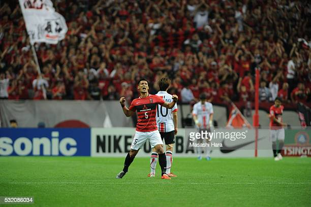 Tomoaki Makino of Urrawa Red Diamonds celebrates the win during the AFC Champions League Round of 16 First Leg match between Urawa Red Diamonds and...