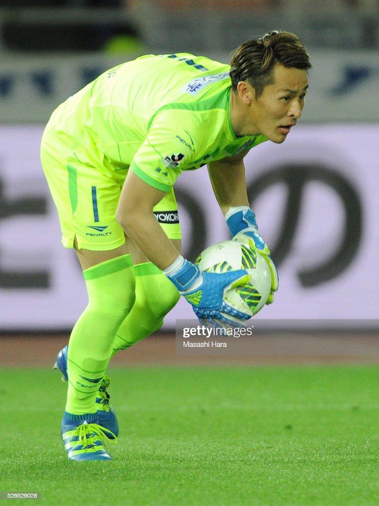 Tomohiko Murayama #1 of Shonan Bellmare in action during the J.League match between Yokohama F.Marinos and Shonan Bellmare at the Nissan stadium on April 30, 2016 in Yokohama, Kanagawa, Japan.