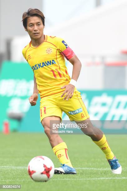 Tomoki Ikemoto of Giravanz Kitakyushu in action during the JLeague J3 match between Giravanz Kitakyushu and AC Nagano Parceiro at Mikuni World...