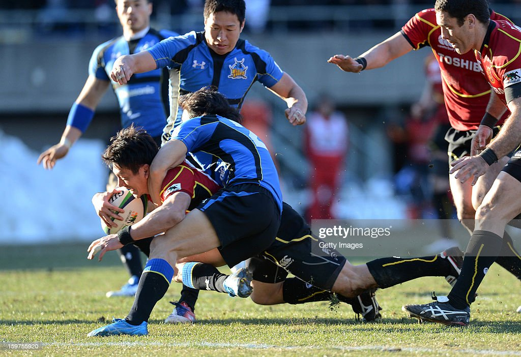 Tomoki Yoshida of Brave Lupus dives over for a try during the Top League Playoff semi final match between Panasonic Wild Knights and Toshiba Brave Lupus at Prince Chichibu Stadium on January 20, 2013 in Tokyo, Japan.