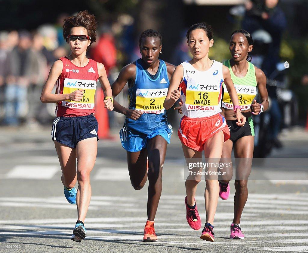<a gi-track='captionPersonalityLinkClicked' href=/galleries/search?phrase=Tomomi+Tanaka+-+Runner&family=editorial&specificpeople=9838369 ng-click='$event.stopPropagation()'>Tomomi Tanaka</a> of Japan, Philes Ongori of Kenya, Reia Iwade of Japan and <a gi-track='captionPersonalityLinkClicked' href=/galleries/search?phrase=Caroline+Rotich&family=editorial&specificpeople=14407354 ng-click='$event.stopPropagation()'>Caroline Rotich</a> of Kenya compete during the 6th Yokohama International Women's Marathon on November 16, 2014 in Yokohama, Kanagawa, Japan.