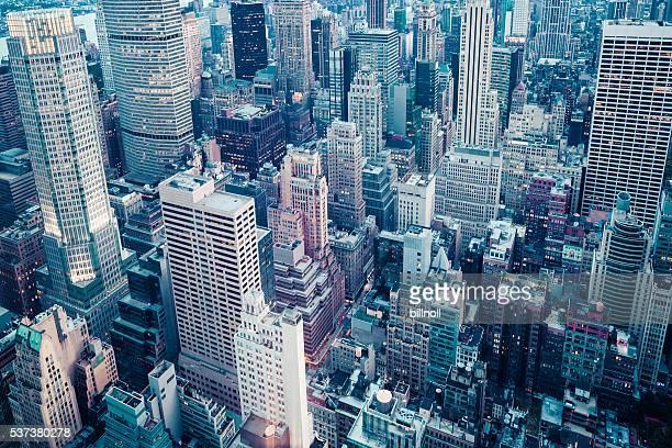 Prima serata in tonalità vista di Mid-town Manhattan, New York