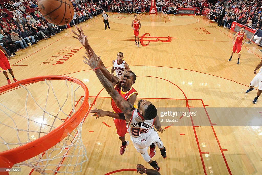 <a gi-track='captionPersonalityLinkClicked' href=/galleries/search?phrase=Toney+Douglas&family=editorial&specificpeople=2536966 ng-click='$event.stopPropagation()'>Toney Douglas</a> #15 of the Houston Rockets drives to the basket against the Atlanta Hawks on December 31, 2012 at the Toyota Center in Houston, Texas.