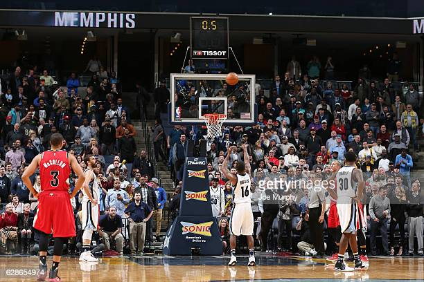 Toney Douglas of the Memphis Grizzlies shoots the game winning free throw during a game against the Portland Trail Blazers on December 8 2016 at...