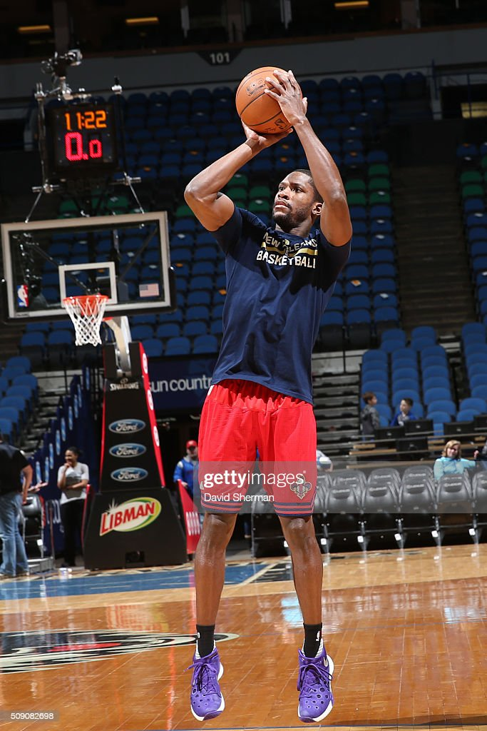 <a gi-track='captionPersonalityLinkClicked' href=/galleries/search?phrase=Toney+Douglas&family=editorial&specificpeople=2536966 ng-click='$event.stopPropagation()'>Toney Douglas</a> #16 of the New Orleans Pelicans warms up before the game against the Minnesota Timberwolves during the game on February 8, 2016 at Target Center in Minneapolis, Minnesota.