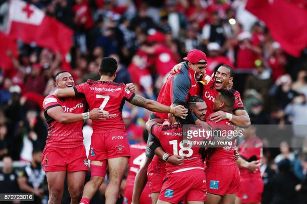 Tonga celebrate winning the 2017 Rugby League World Cup match between the New Zealand Kiwis and Tonga at Waikato Stadium on November 11 2017 in...