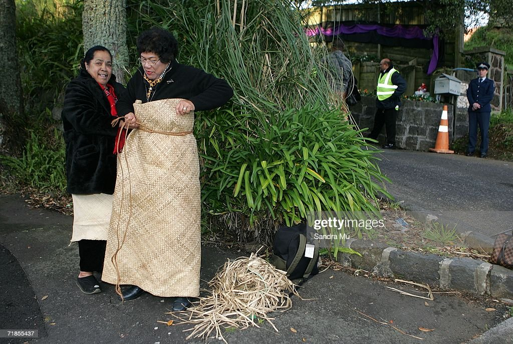 Tongan mourners prepare their Ta'ovala (traditional Tongan dress) before paying her respects to the Late King of Tonga, Taufa'ahau Tupou IV in Epson, September 12, 2006 in Auckland New Zealand. The body of the Late King will lie in state at his Auckland residence Atalanga before flying back to Tonga tomorrow for a state funeral.