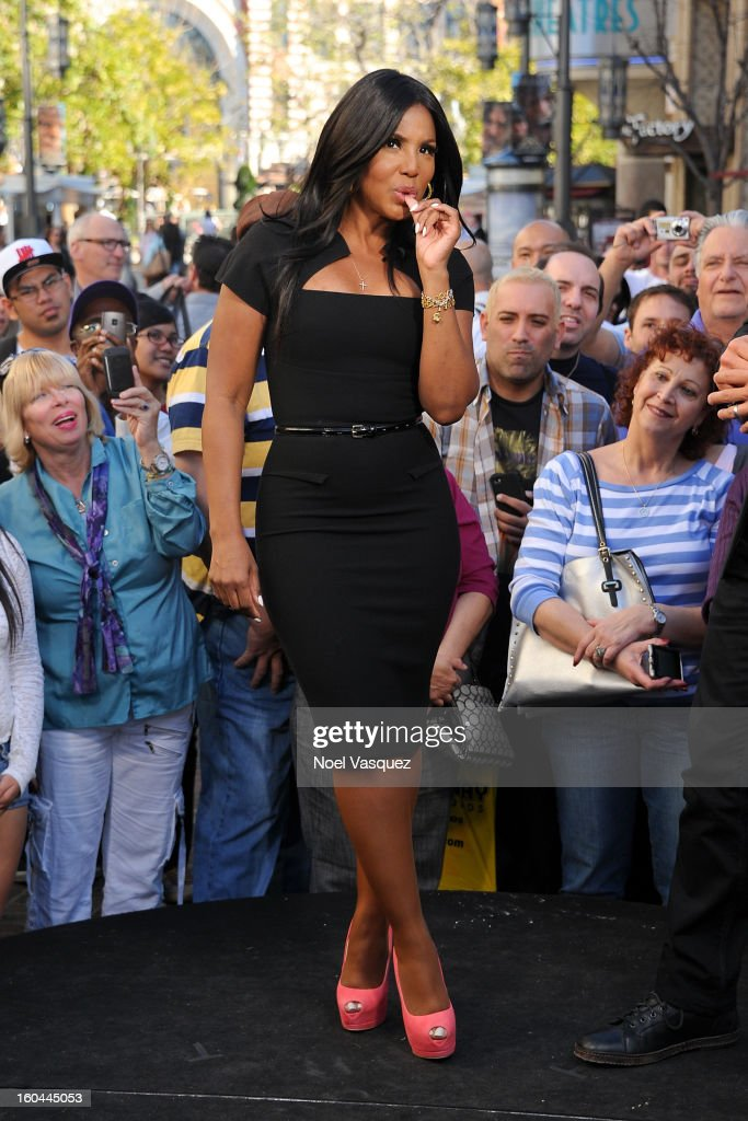 Toni Braxton visits Extra at The Grove on January 31, 2013 in Los Angeles, California.