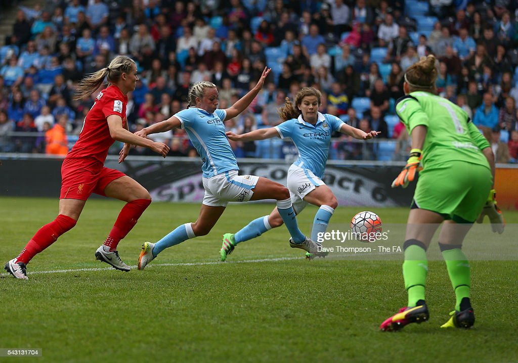 <a gi-track='captionPersonalityLinkClicked' href=/galleries/search?phrase=Toni+Duggan+-+Soccer+Player&family=editorial&specificpeople=14623228 ng-click='$event.stopPropagation()'>Toni Duggan</a> of Manchester City Women misses a chance in the first half during the FA WSL match between Manchester City Women and Liverpool Ladies FC on June 26, 2016 in Manchester, England.