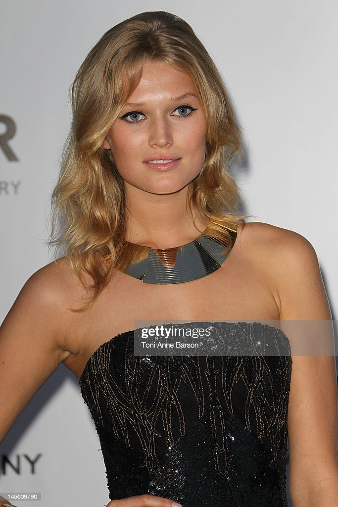 Toni Garrn arrives at amfAR's Cinema Against AIDS at Hotel Du Cap on May 24, 2012 in Antibes, France.