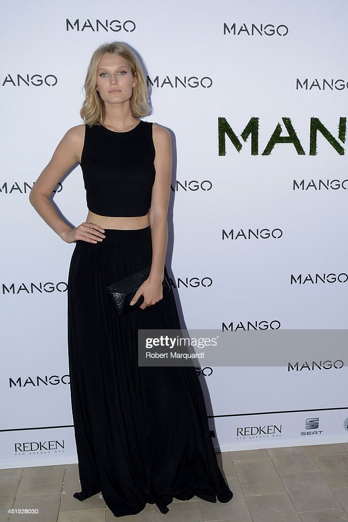 <a gi-track='captionPersonalityLinkClicked' href=/galleries/search?phrase=Toni+Garrn&family=editorial&specificpeople=4425236 ng-click='$event.stopPropagation()'>Toni Garrn</a> attends a photocall for 'Mango' at 080 Barcelona Fashion Week on June 30, 2014 in Barcelona, Spain.