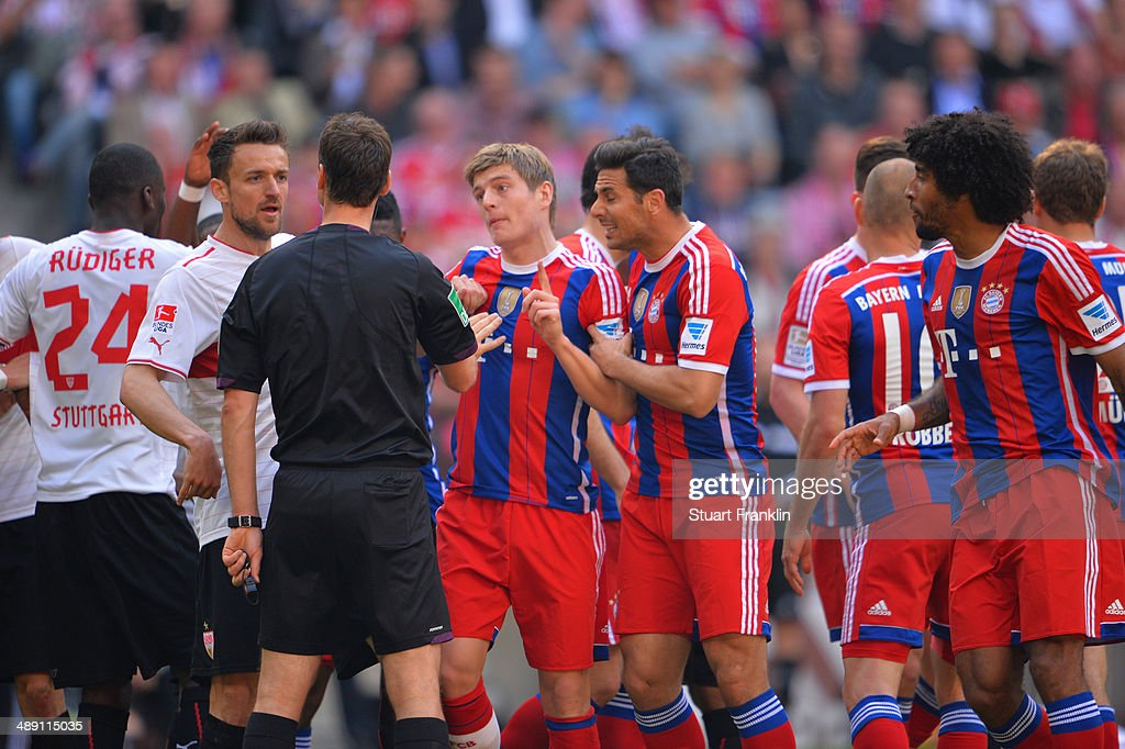 Toni Kroos and Claudio Pizarro of Bayern Muenchen appeal to referee Bastian Dankert during the Bundesliga match between Bayern Muenchen and VfB Stuttgart at Allianz Arena on May 10, 2014 in Munich, Germany.