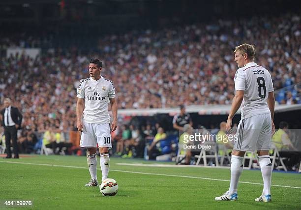 Toni Kroos and James Rodriguez of Real Madrid get ready to take a free kick during the La liga match between Real Madrid CF and Cordoba CF at Estadio...