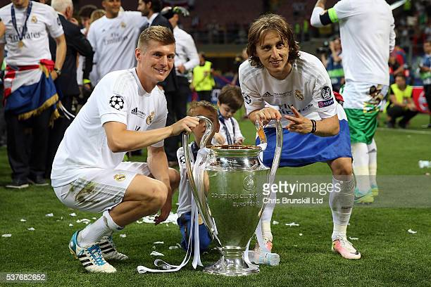 Toni Kroos and Luka Modric of Real Madrid celebrate with the trophy following the UEFA Champions League Final between Real Madrid and Club Atletico...