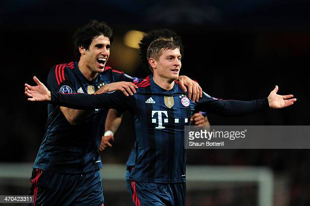 Toni Kroos of Bayern Muenchen celebrates scoring the opening goal with Javi Martinez of Bayern Muenchen during the UEFA Champions League Round of 16...