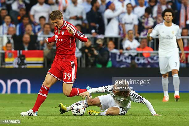 Toni Kroos of Bayern Muenchen is challenged by Luka Modric of Real Madrid during the UEFA Champions League semifinal first leg match between Real...