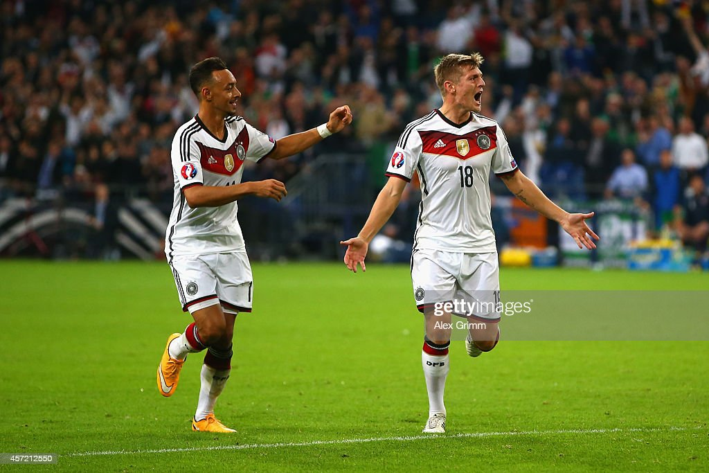 <a gi-track='captionPersonalityLinkClicked' href=/galleries/search?phrase=Toni+Kroos&family=editorial&specificpeople=638597 ng-click='$event.stopPropagation()'>Toni Kroos</a> of Germany celebrates scoring their first goal with <a gi-track='captionPersonalityLinkClicked' href=/galleries/search?phrase=Karim+Bellarabi&family=editorial&specificpeople=7158972 ng-click='$event.stopPropagation()'>Karim Bellarabi</a> of Germany (L) during the EURO 2016 Qualifier between Germany and Republic of Ireland at the Veltins-Arena on October 14, 2014 in Gelsenkirchen, Germany.