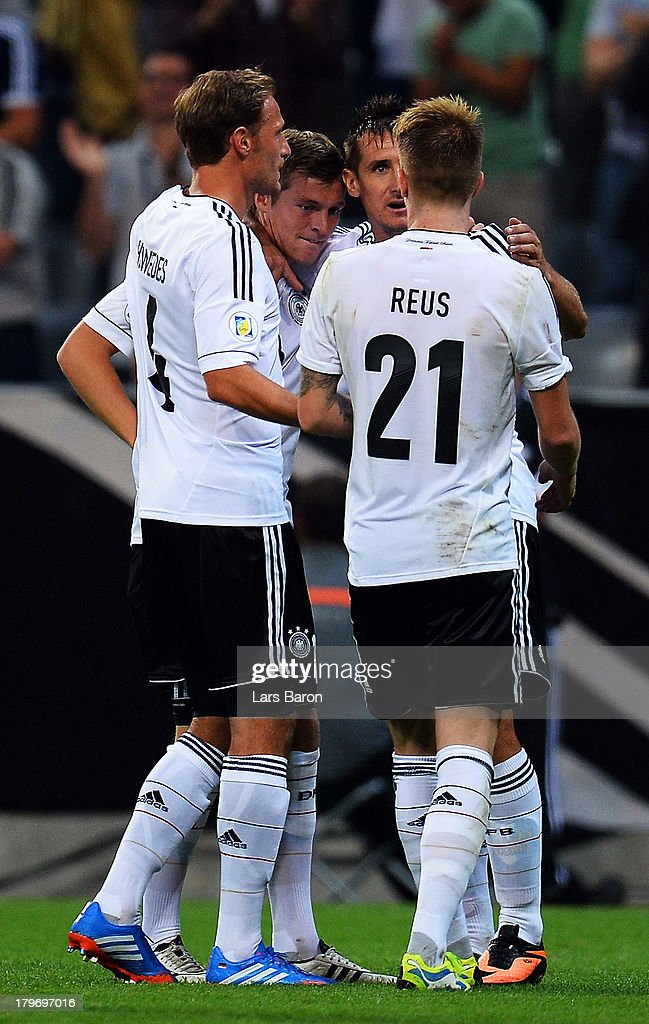 <a gi-track='captionPersonalityLinkClicked' href=/galleries/search?phrase=Toni+Kroos&family=editorial&specificpeople=638597 ng-click='$event.stopPropagation()'>Toni Kroos</a> of Germany celebrates with team mate <a gi-track='captionPersonalityLinkClicked' href=/galleries/search?phrase=Miroslav+Klose&family=editorial&specificpeople=206489 ng-click='$event.stopPropagation()'>Miroslav Klose</a> after scoring his teams second goal during the FIFA 2014 World Cup Qualifying Group C match between Germany and Austria Allianz Arena on September 6, 2013 in Munich, Germany.
