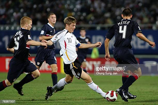 Toni Kroos of Germany challenges Brandon Zimmermann and Tommy Meyer during the FIFA U17 World Cup round of 16 match between Germany and the USA at...