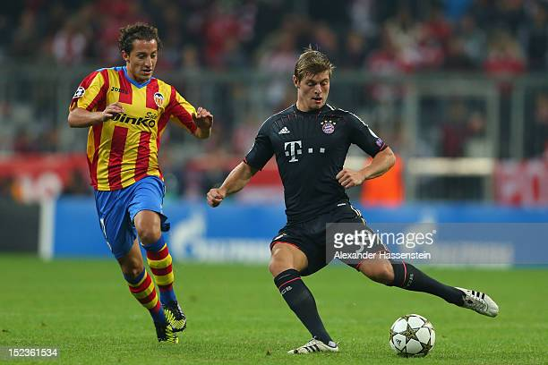 Toni Kroos of Muenchen battles for the ball with Andreas Guardado of Valencia during the UEFA Champions League group F match between FC Bayern...