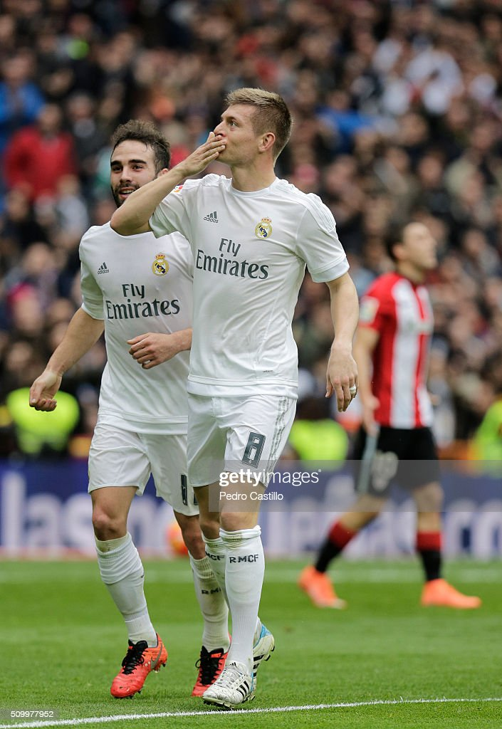 <a gi-track='captionPersonalityLinkClicked' href=/galleries/search?phrase=Toni+Kroos&family=editorial&specificpeople=638597 ng-click='$event.stopPropagation()'>Toni Kroos</a> of Real Madrid celebrates after scoring during the La Liga match between Real Madrid CF and Athletic Club at Estadio Santiago Bernabeu on February 13, 2016 in Madrid, Spain.