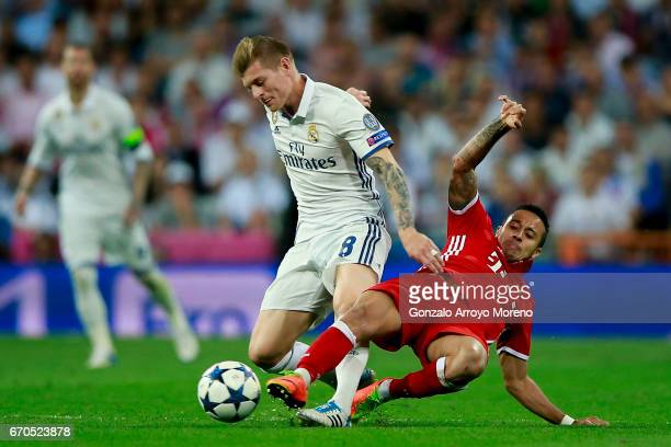 Toni Kroos of Real Madrid CF competes for the ball with Thiago Alcantara of Bayern Muenchen during the UEFA Champions League Quarter Final second leg...