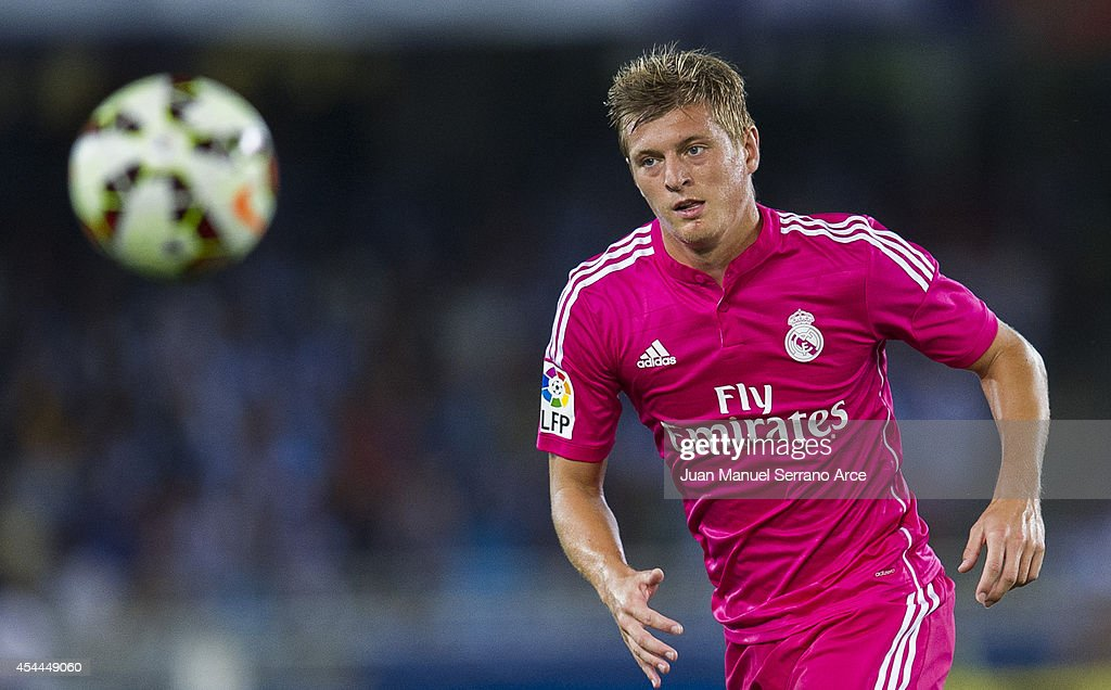 <a gi-track='captionPersonalityLinkClicked' href=/galleries/search?phrase=Toni+Kroos&family=editorial&specificpeople=638597 ng-click='$event.stopPropagation()'>Toni Kroos</a> of Real Madrid controls the ball during the La Liga match between Real Sociedad and Real Madrid CF at Estadio Anoeta on August 31, 2014 in San Sebastian, Spain.