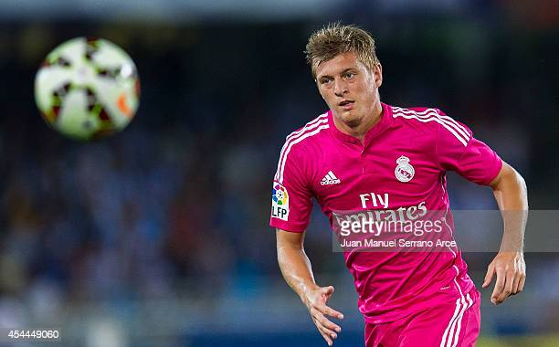 Toni Kroos of Real Madrid controls the ball during the La Liga match between Real Sociedad and Real Madrid CF at Estadio Anoeta on August 31 2014 in...