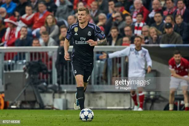 Toni Kroos of Real Madrid controls the ball during the UEFA Champions League Quarter Final first leg match between FC Bayern Muenchen and Real Madrid...