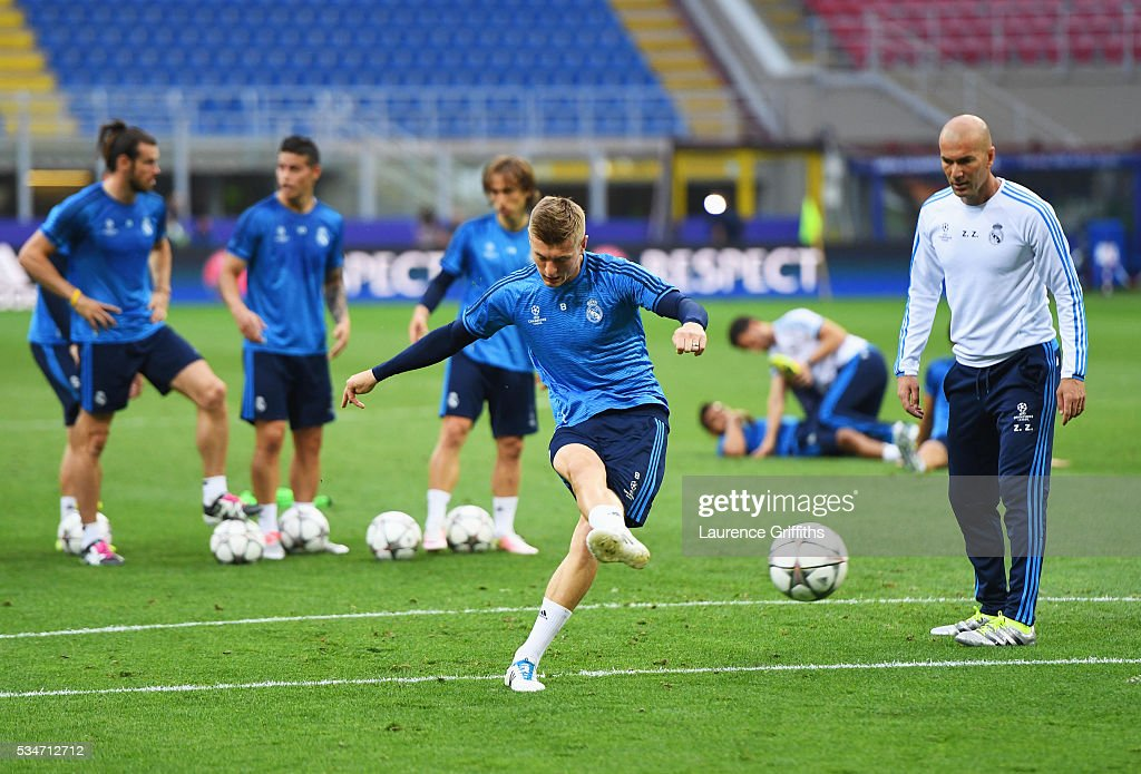 <a gi-track='captionPersonalityLinkClicked' href=/galleries/search?phrase=Toni+Kroos&family=editorial&specificpeople=638597 ng-click='$event.stopPropagation()'>Toni Kroos</a> of Real Madrid has a shot on goal as Head coach <a gi-track='captionPersonalityLinkClicked' href=/galleries/search?phrase=Zinedine+Zidane&family=editorial&specificpeople=172012 ng-click='$event.stopPropagation()'>Zinedine Zidane</a> looks on during a Real Madrid training session on the eve of the UEFA Champions League Final against Atletico de Madrid at Stadio Giuseppe Meazza on May 27, 2016 in Milan, Italy.