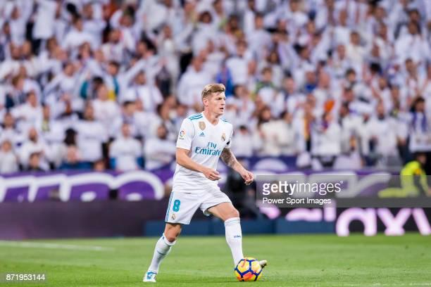 Toni Kroos of Real Madrid in action during the La Liga 201718 match between Real Madrid and UD Las Palmas at Estadio Santiago Bernabeu on November 05...