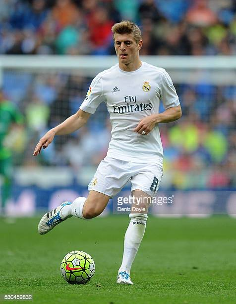 Toni Kroos of Real Madrid in action during the La Liga match between Real Madrid CF and Valencia CF at Estadio Santiago Bernabeu on May 8 2016 in...