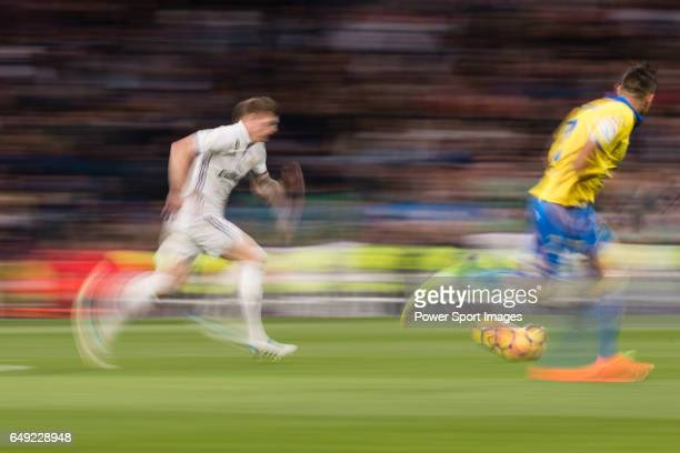 Toni Kroos of Real Madrid runs with the ball during their La Liga match between Real Madrid vs Las Palmas at the Santiago Bernabeu Stadium on 01...