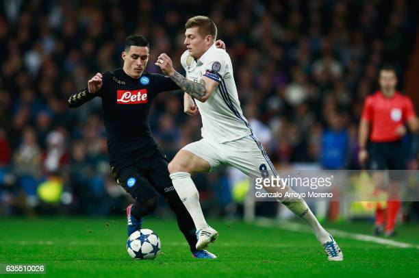 Toni Kroos of Real Madrid takes on Jose Callejon of Napoli during the UEFA Champions League Round of 16 first leg match between Real Madrid CF and...