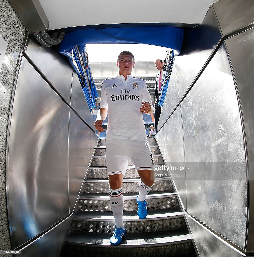 <a gi-track='captionPersonalityLinkClicked' href=/galleries/search?phrase=Toni+Kroos&family=editorial&specificpeople=638597 ng-click='$event.stopPropagation()'>Toni Kroos</a> walks into the tunnel during his official unveiling as a new Real Madrid player at Estadio Santiago Bernabeu on July 17, 2014 in Madrid, Spain.