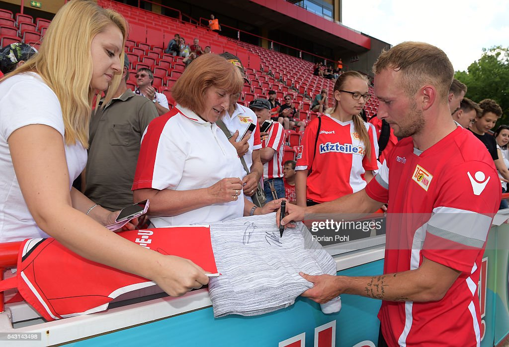 Toni Leistner of 1 FC Union Berlin signs autographs during training on June 26, 2016 in Berlin, Germany.