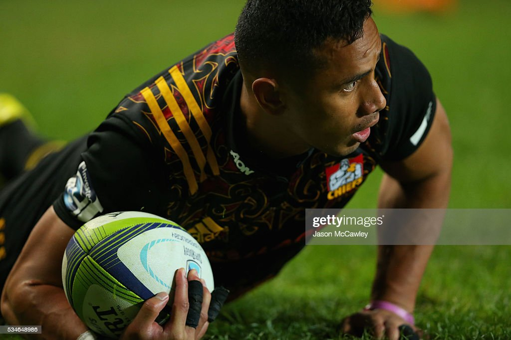<a gi-track='captionPersonalityLinkClicked' href=/galleries/search?phrase=Toni+Pulu&family=editorial&specificpeople=11249932 ng-click='$event.stopPropagation()'>Toni Pulu</a> of the Chiefs scores a try during the round 14 Super Rugby match between the Waratahs and the Chiefs at Allianz Stadium on May 27, 2016 in Sydney, Australia.