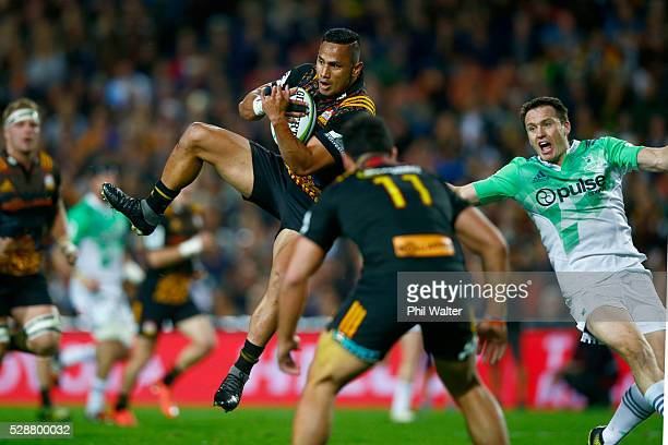 Toni Pulu of the Chiefs takes the high ball during the round 11 Super Rugby match between the Chiefs and the Highlanders on May 7 2016 in Hamilton...