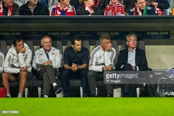 Toni Tapalovic of Bayern Muenchen Assistent coach Hermann Gerland of Bayern Muenchen Hasan Salihamidzic of Bayern Muenchen Assistent coach Peter...