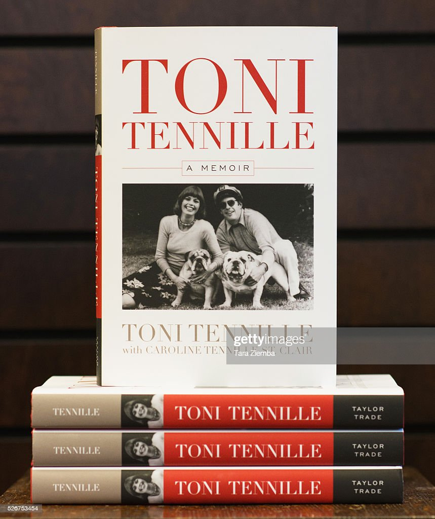 Toni Tennille signs and discusses her new book 'Toni Tennille: A Memoir' at Barnes & Noble at The Grove on April 30, 2016 in Los Angeles, California.