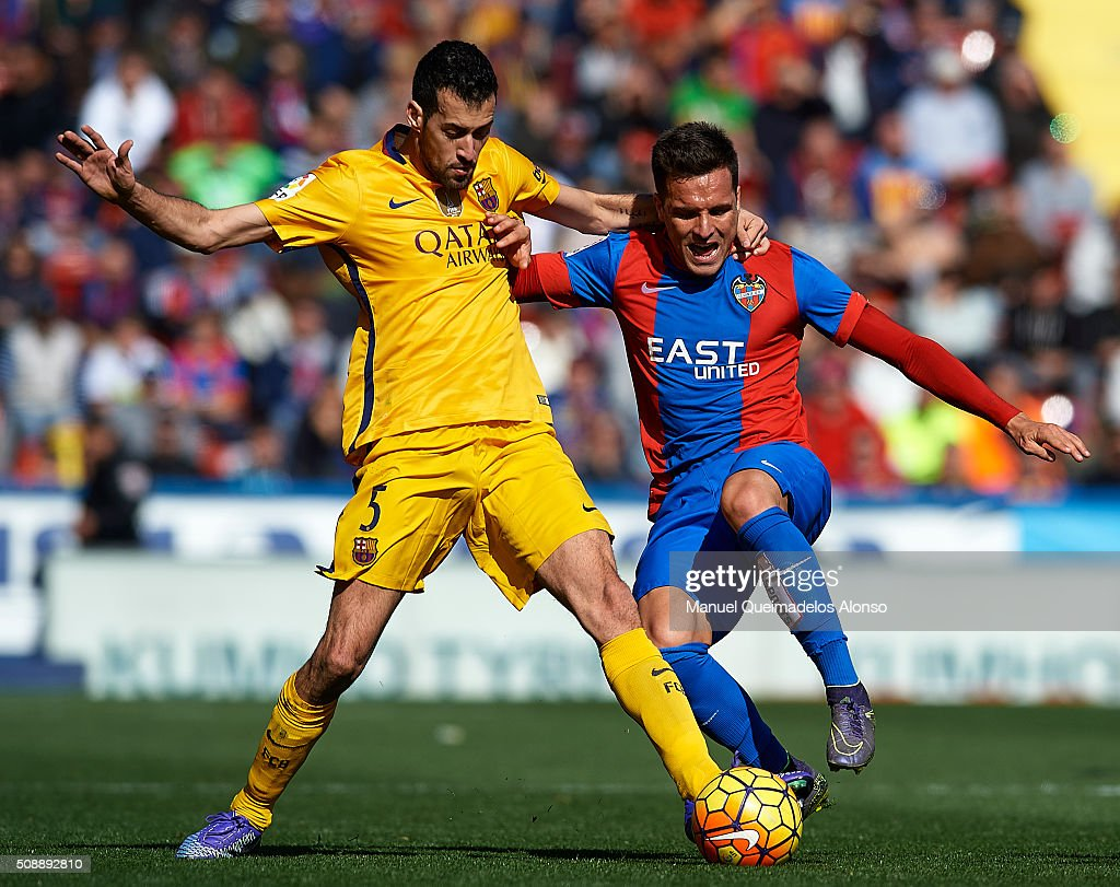 Tono Garcia (R) of Levante competes for the ball with <a gi-track='captionPersonalityLinkClicked' href=/galleries/search?phrase=Sergio+Busquets&family=editorial&specificpeople=5477015 ng-click='$event.stopPropagation()'>Sergio Busquets</a> of Barcelona during the La Liga match between Levante UD and FC Barcelona at Ciutat de Valencia on February 07, 2016 in Valencia, Spain.