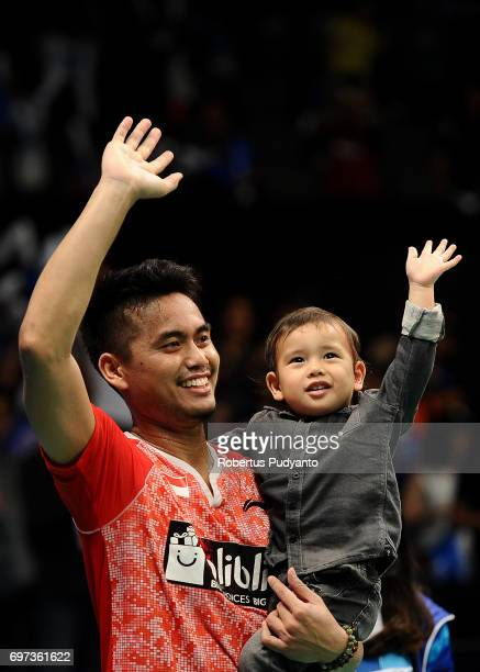 Tontowi Ahmad and his son greets the fans after beating Zheng Siwei and Chen Qingchen of China during Mixed Double Final match of the BCA Indonesia...