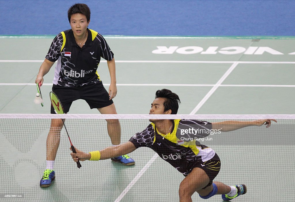 Tontowi Ahmad and <a gi-track='captionPersonalityLinkClicked' href=/galleries/search?phrase=Liliyana&family=editorial&specificpeople=4055313 ng-click='$event.stopPropagation()'>Liliyana</a> Natsir of Indonesia compete against Zhao Yunlei and Zhang Nan of China in the Mixed Double match during the 2015 Viktor Korea Badminton Open on September 20, 2015 in Seoul, South Korea.