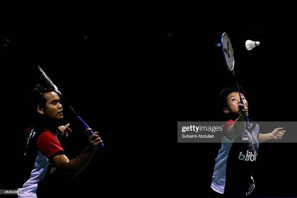 Tontowi Ahmad and <a gi-track='captionPersonalityLinkClicked' href=/galleries/search?phrase=Liliyana&family=editorial&specificpeople=4055313 ng-click='$event.stopPropagation()'>Liliyana</a> Natsir of Indonesia in action during the mixed doubles final of the 2014 Singapore Open at Singapore Indoor Stadium on April 13, 2014 in Singapore.