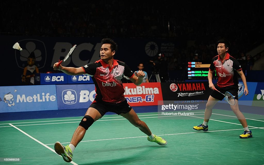 Tontowi Ahmad and <a gi-track='captionPersonalityLinkClicked' href=/galleries/search?phrase=Liliyana&family=editorial&specificpeople=4055313 ng-click='$event.stopPropagation()'>Liliyana</a> Natsir of Indonesia return a shot against Xu Chen and Ma Jin of China during the semifinal BCA Indonesia Open 2014 MetLife BWF World Super Series Premier at Istora Gelora Bung Karno Stadium on June 21, 2014 in Jakarta, Indonesia.
