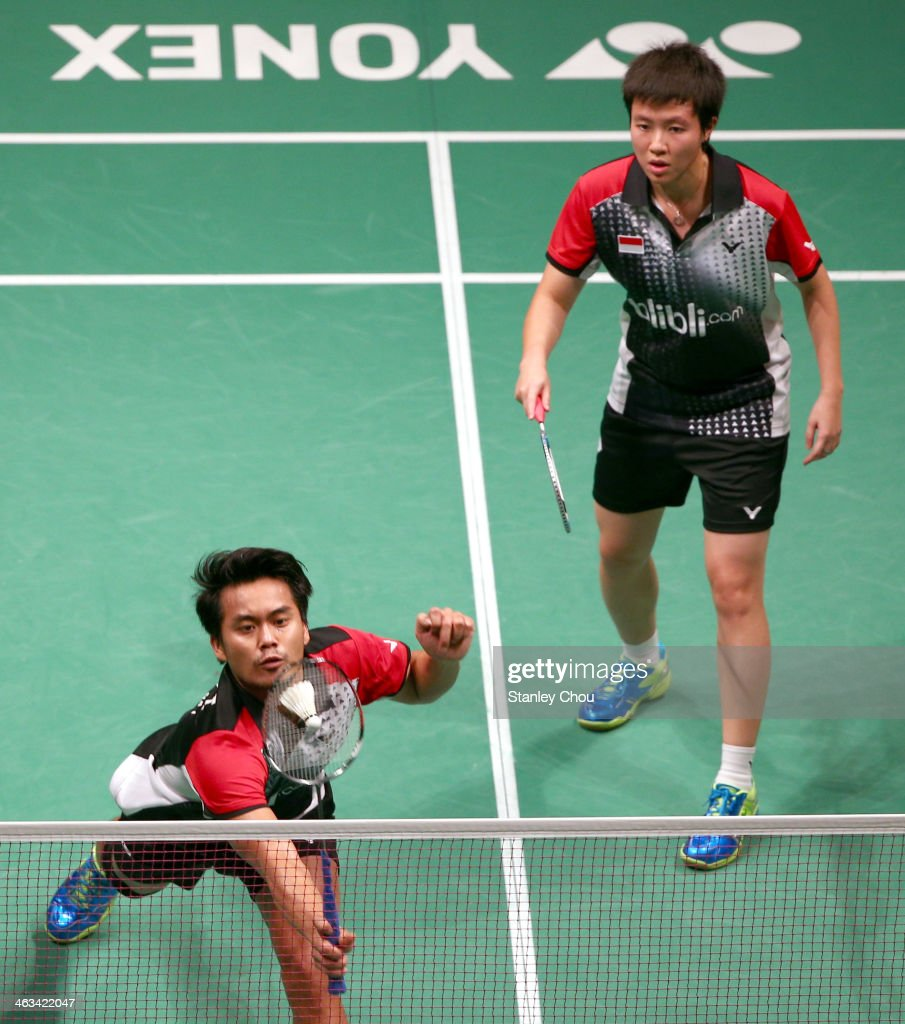 Tontowo Ahmad and <a gi-track='captionPersonalityLinkClicked' href=/galleries/search?phrase=Liliyana&family=editorial&specificpeople=4055313 ng-click='$event.stopPropagation()'>Liliyana</a> Natsir of Indonesia in action during day five of the Mixed Doubles Semi-Finals of the Malaysia Badminton Open on January 18, 2014 in Kuala Lumpur, Malaysia.