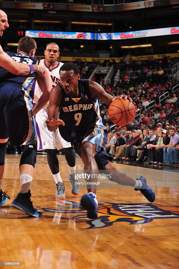 <a gi-track='captionPersonalityLinkClicked' href=/galleries/search?phrase=Tony+Allen+-+Basketball+Player&family=editorial&specificpeople=201665 ng-click='$event.stopPropagation()'>Tony Allen</a> #9 of the Memphis Grizzlies drives to the basket against the Phoenix Suns on December 12, 2012 at U.S. Airways Center in Phoenix, Arizona.