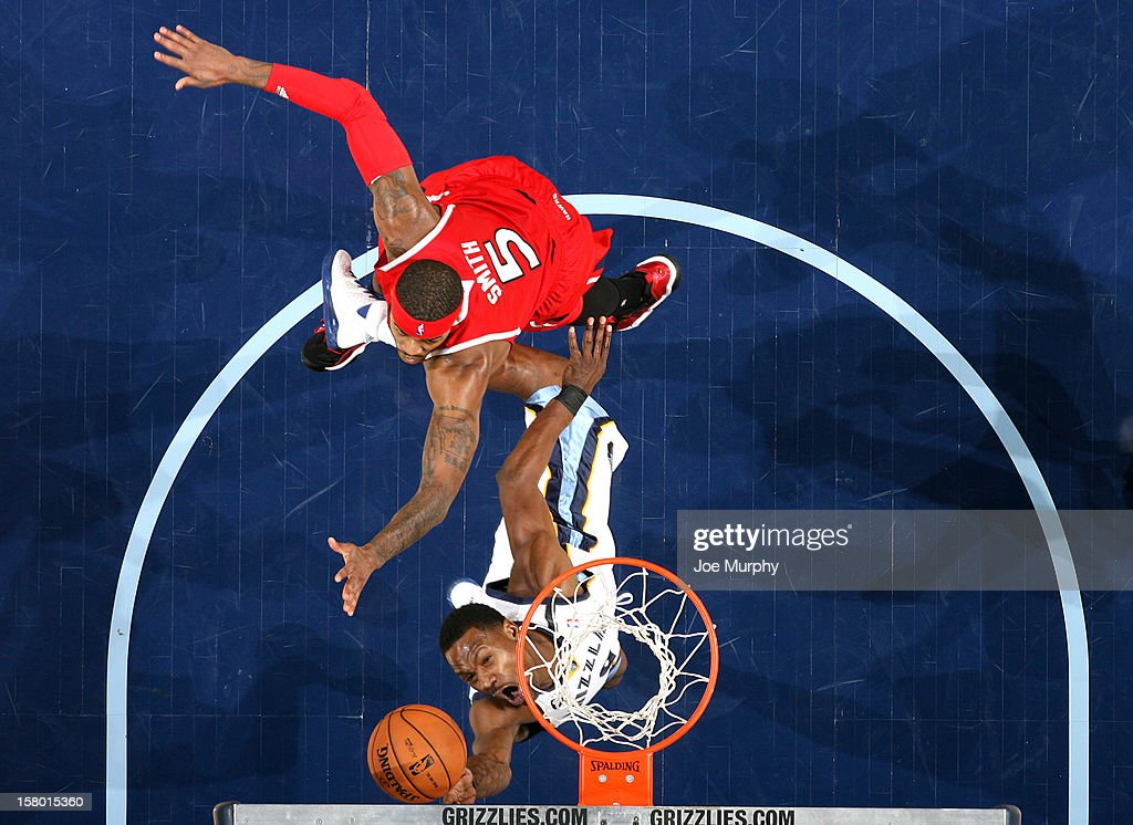 <a gi-track='captionPersonalityLinkClicked' href=/galleries/search?phrase=Tony+Allen+-+Basketball+Player&family=editorial&specificpeople=201665 ng-click='$event.stopPropagation()'>Tony Allen</a> #9 of the Memphis Grizzlies goes to the basket against <a gi-track='captionPersonalityLinkClicked' href=/galleries/search?phrase=Josh+Smith+-+Basketball+Player+-+Born+1985&family=editorial&specificpeople=201983 ng-click='$event.stopPropagation()'>Josh Smith</a> #5 of the Atlanta Hawks on December 8, 2012 at FedExForum in Memphis, Tennessee.