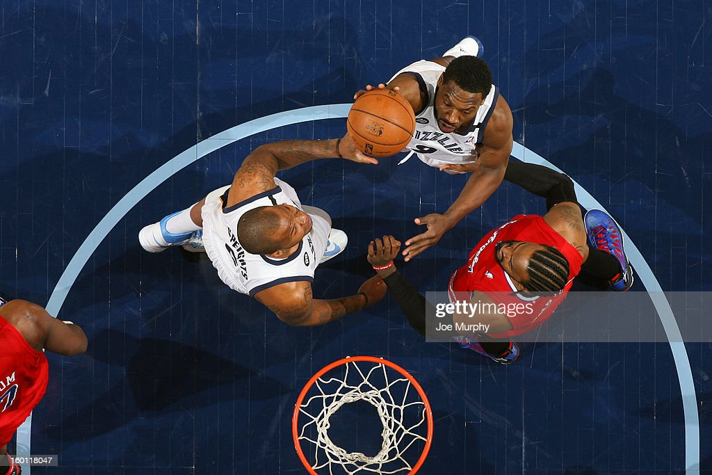 <a gi-track='captionPersonalityLinkClicked' href=/galleries/search?phrase=Tony+Allen+-+Basketball+Player&family=editorial&specificpeople=201665 ng-click='$event.stopPropagation()'>Tony Allen</a> #9 of the Memphis Grizzlies shoots against <a gi-track='captionPersonalityLinkClicked' href=/galleries/search?phrase=Ronny+Turiaf&family=editorial&specificpeople=224998 ng-click='$event.stopPropagation()'>Ronny Turiaf</a> #21 of the Los Angeles Clippers on January 14, 2013 at FedExForum in Memphis, Tennessee.