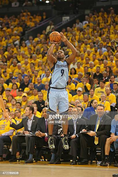 Tony Allen of the Memphis Grizzlies shoots the ball against the Golden State Warriors in Game Two of the Western Conference Semifinals during the...